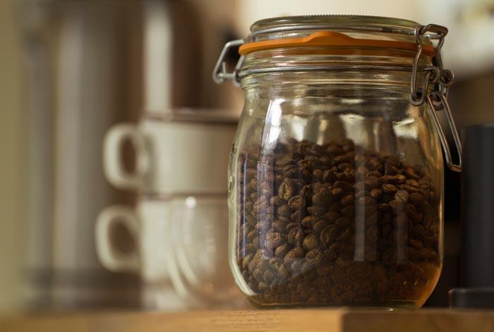 зерновой кофе в банке