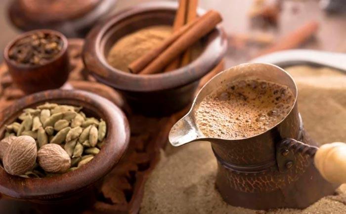 кофе с мускатным орехом и корицей