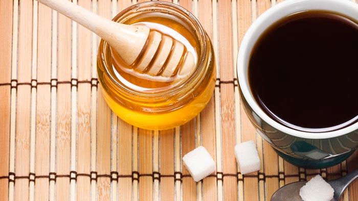 мед и чашка кофе