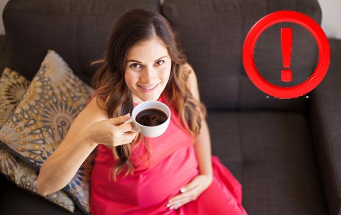 беременная пьет кофе